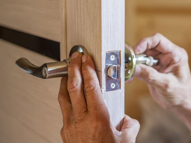 Comment changer la poignée d'une porte d'entrée ?