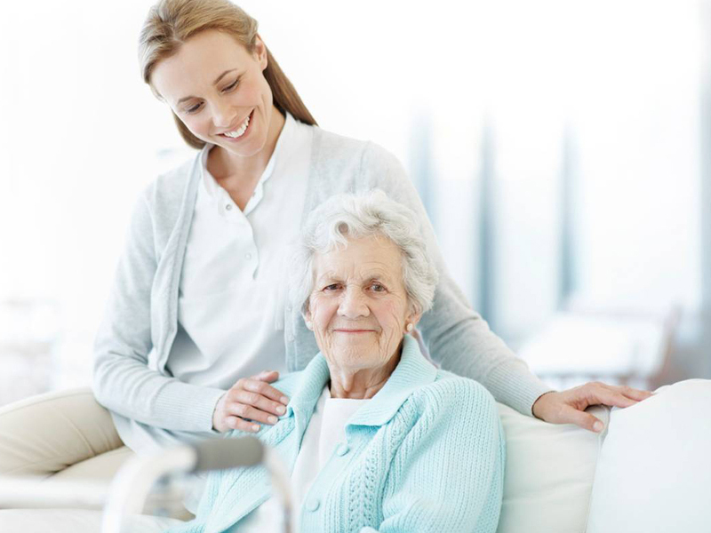 Prévenir la chute d'une personne âgée avec les solutions domotiques