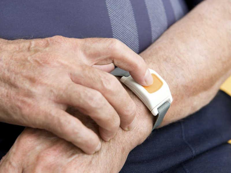 Alarme pour personnes âgées et maintien à domicile